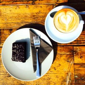 Brownie und Herzschaum