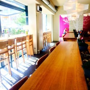 Lange Tische und Fensterplätze im WOBU