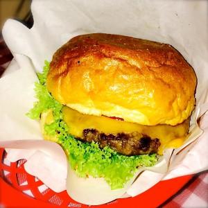 The Big Balmy Burger im Körbchen
