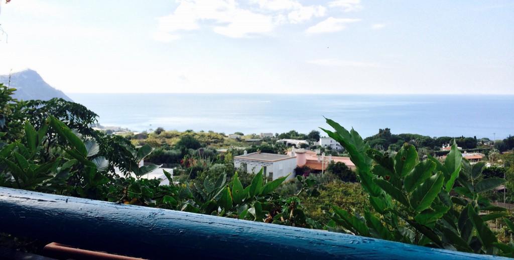 der Ausblick auf das Meer von der Terrasse