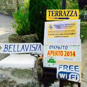 Schilder vor dem Ristorante Bellavista
