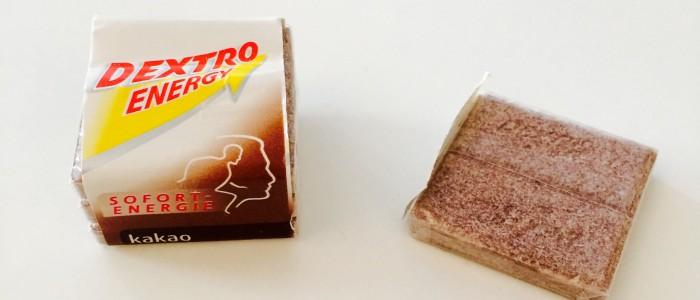Dextro Energy Kakao: Verpackung und ein Plättchen