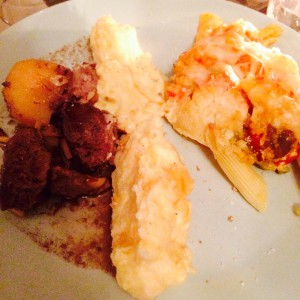 Teller mit Lamm, Kartoffel-Steckrüben-Stampf und Pastagratin