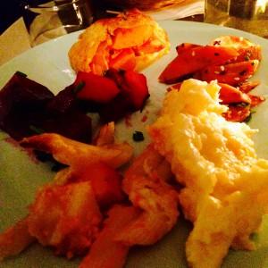 Teller mit Pastagratin, Kartoffel-Steckrüben-Stampf, Rote Bete Salat,Kürbisstrudel und Möhrensalat