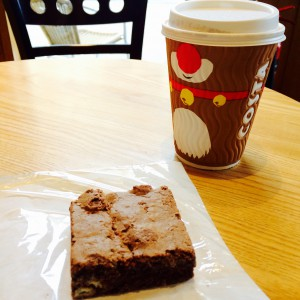 Costa Coffee und Chocolate Brownie - London lokal