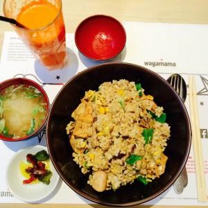 Wagamama: Cha Han (Reis mit Tofu und Gemüse), Miso Suppe, Prickles und Karotte-Ingwer-Saft