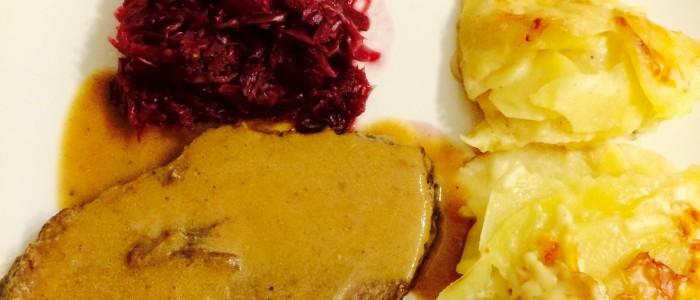 Weihnachtsessen: Rotweinbraten mit Rotkohl und Kartoffelgratin