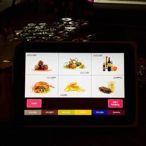 Tablet mit Menüscreen zum Bestellen