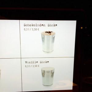 Tablet Screen mit Schokoladen und Vanille Shake