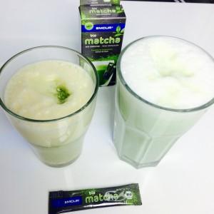 Matcha Latte mit Milch und Sojamilch Vanille, Dosierstick, Verpackung