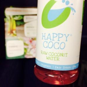 Kokoswasser von Happy Coco in der Plastikflasche