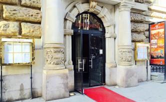 Eingang des Parlament Hamburg mit rotem Teppich