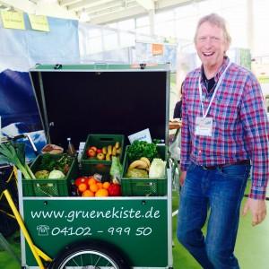 Thomas Kölker mit dem Werbe-Lieferfahrrad der Grünen Kiste
