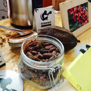 Konservenglas mit Kakaobohnen