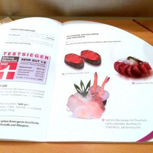 Menükarte mit Sushi Spezialitäten und Stiftung Warentest Urteil