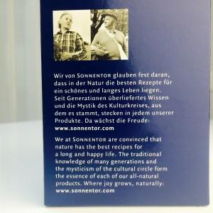 Sonnentor Philosophie auf deutsch und englisch auf die Seite der Box gedruckt