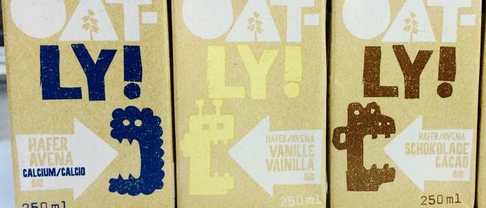 Oatly Haferdrinks Calcium, Vanille, Schoko und die Oatly Hafer Cuisine aufgereiht
