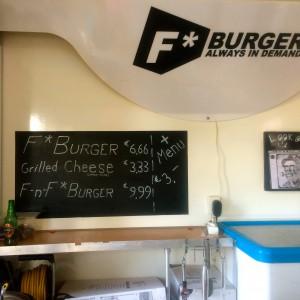 Menütafel im F Burger Truck