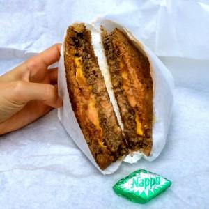 F Burger Sandwich mit Nappo Dessert