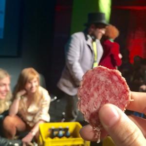 Wurstscheibe mit Hendik Haase und Eva Schulz im Hintergrund