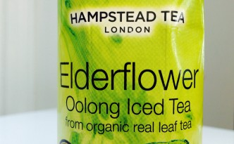 Hampstead Tea Elderflower Trinkkarton in Nahaufnahme