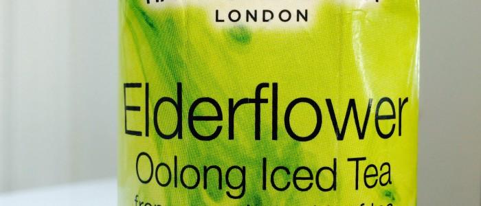 Hampstead Tea Elderflower Trinkkarton in Nahaufnahme