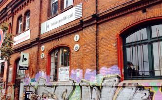 Außenansicht des Less Political Hamburg