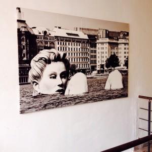 Kunstbild mit Frauenstatue in der Binnenalster