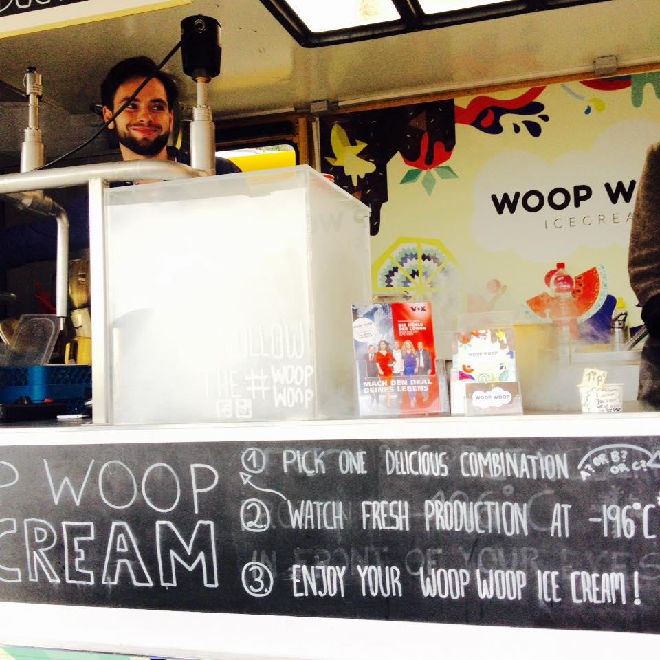 Woop Woop Icecream Gründer Philipp mit Spaß im Truck
