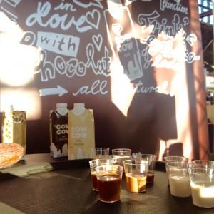 cow cow Kostproben im Pinnchen am Stand auf der eat&style Hamburg 2015