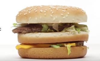 BigMac vor weißem Hintergrund: Wenn McDonald's wie Apple werben würde