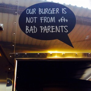 """Our Burger is not from bad parents"" Aufkleber"