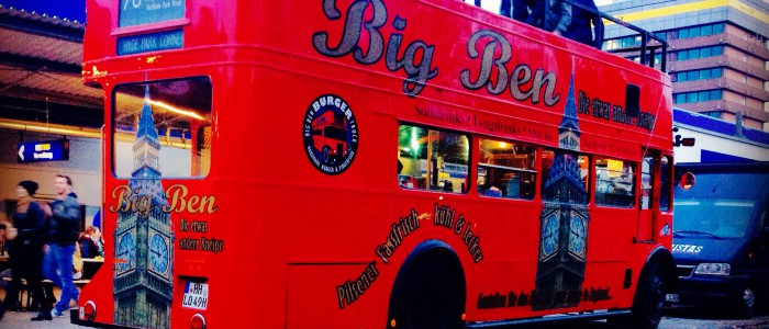 roter Doppeldeckerbus beim Food Truck Market Hamburg