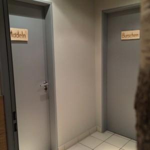 """Toilettentüren """"Burschen"""" """"Madeln"""""""