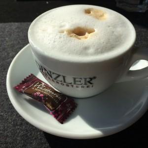 Cappuccino mit Schokobohne