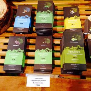 Unterschiedliche Schokoladen von ForestFinance beim Heldenmarkt 2016