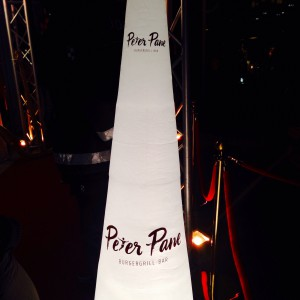 Peter Pane Luftsäule am Eingang
