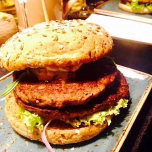 Burger mit zwei Fleischpattys