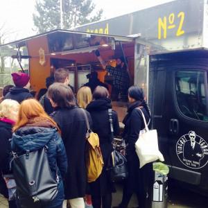 Food Truck Vincent Vegan mit Menschenschlange