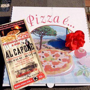 Pizzakarton mit Flyer und Blüte