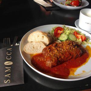 Currywurst mit Röstzwiebeln, Baguette und Salatbeilage - Walsrode Restaurants