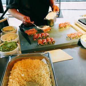 Sushi wird zubereitet