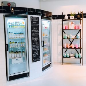 Saftkühlschränke und weiteres Merchandiseregal
