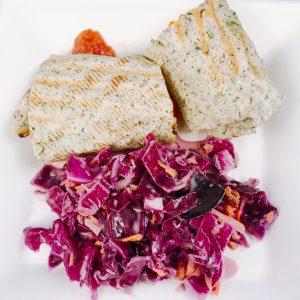 halbierter Burrito mit Salat