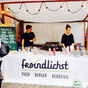 """Stand des veganen Restautants """"Froindlichst"""" beim Bites and Vibes Hamburg"""