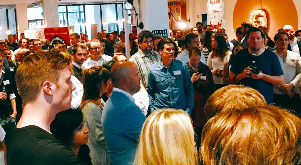 Menschenmenge beim amburg Startup Food Mixer 2016