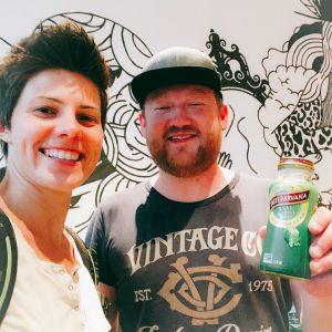 Selfie von Christian und mir mit einer Real Coconut Water Flasche