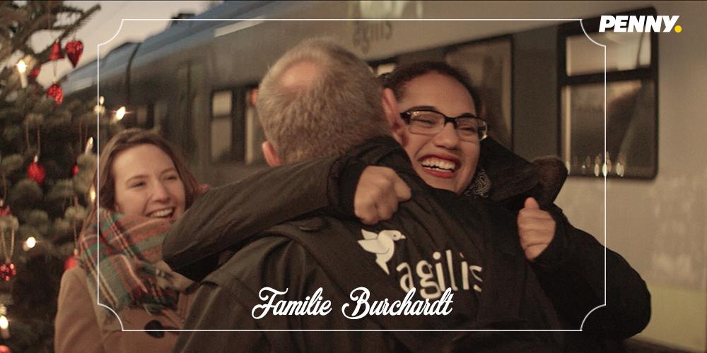 Vater umarmt seine Tochter - PENNY Weihnachtswunder