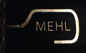 Schild mit das Mehl Logo