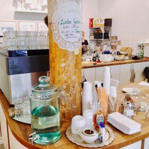 Wasserbehälter und Zuckertablett